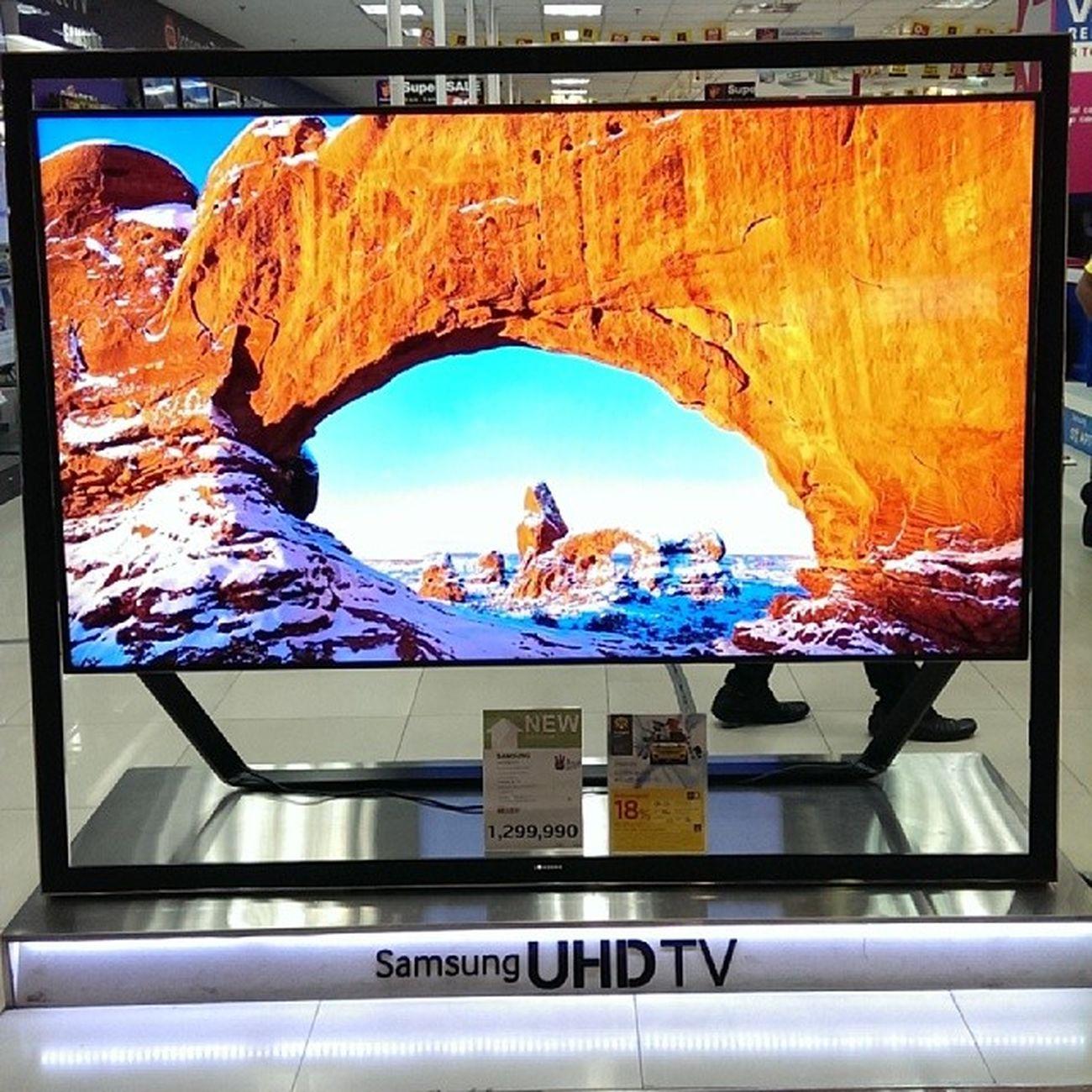 Будущее кино и ТВ по невероятной цене - 1.3 млн бат. У нас, думаю, не менее 1.5 млн руб. Но зато какое изображение! Не передать словами! Samsung