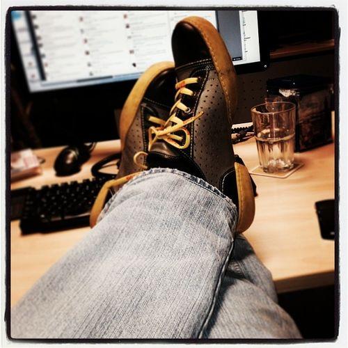 #schuhezeigen Shoes Pause Relax Office Break Schuhe  Eject Schuhezeigen Hootsuite Buero
