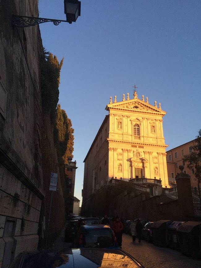 Walking Around Urban Landscapes Art Architecture Taking Photos Historical Building Old Buildings Church