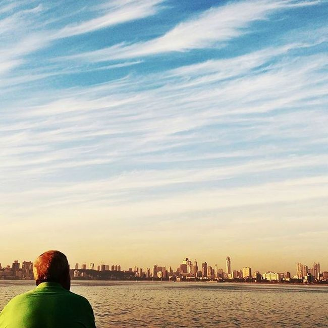 Sitting in front of Marine Drive and listening to your favorite song is pure bliss. 💙 Motog3 NeverEndingSkySeries Thehatke Planhatke Jj_mobilephotography WHPLocalLens Exs_people Exs_landscape Chroniclingmumbai Maibhisadakchap Jj_forum_1532 People And Places