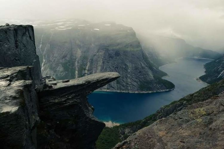 Rock - Object Nature Mountain Landscape Water No People Travel Beauty Beauty In Nature Outdoors Trolltunga Trolltunganorway Norway🇳🇴 Nature Nature Photography Travel Traveling Hiking Fog Rock Face Beauty In Nature Nofilter