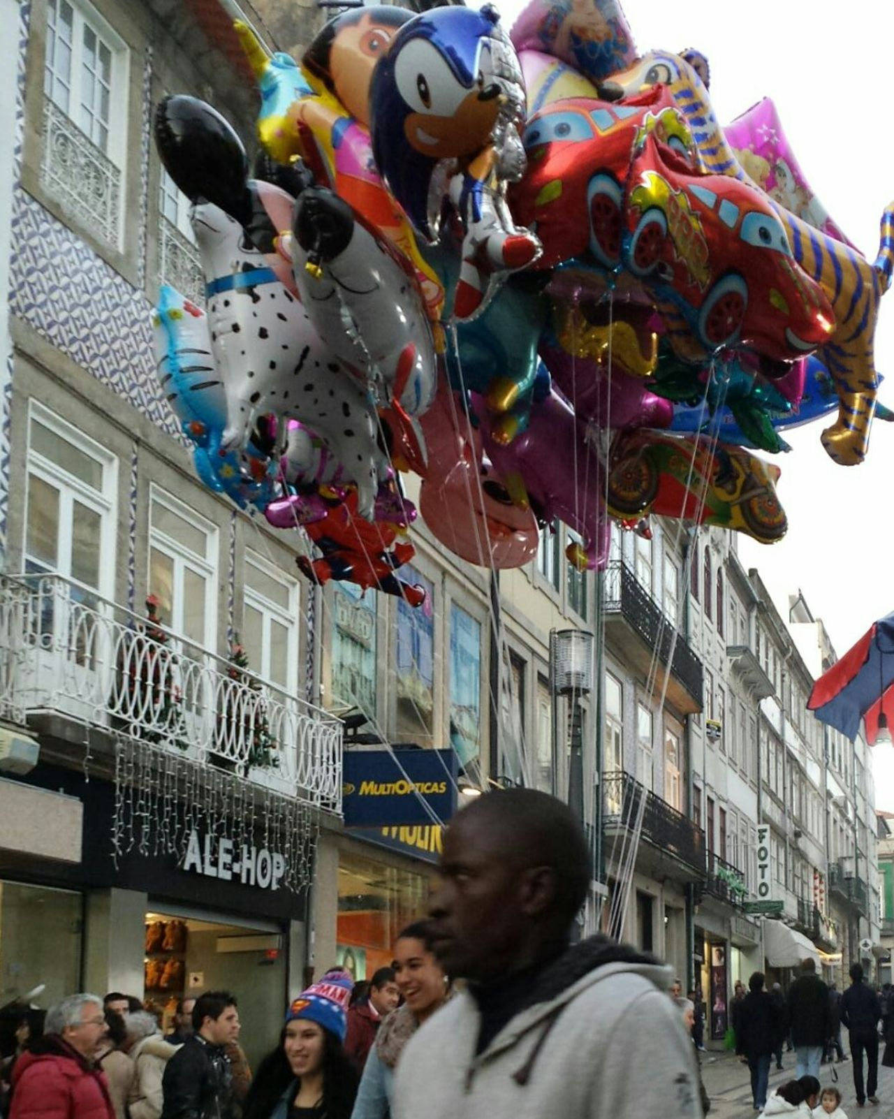 Passeando pelo Porto Relaxing Taking Photos Hello World Retrato Urban Street View Eye4photography  People Watching Balloon Ball