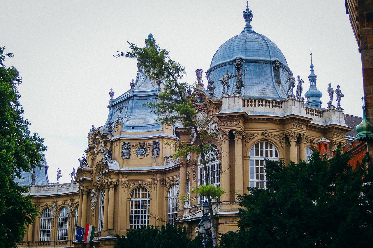 architecture, built structure, dome, building exterior, tree, architectural column, travel destinations, day, history, outdoors, low angle view, sculpture, statue, no people, clear sky, sky