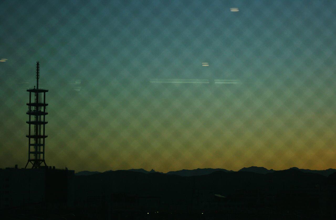 ガラス越にみた昨日の夕陽 Taking Photos Enjoying Life Sunset Silhouettes Sunset_collection Silhouette Mountain View Nagano-sta. 鉄塔♡Love