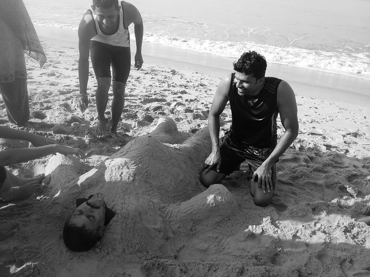 FriEnDs CaN'T Be MorE NauGhTy..ThaN ThiS...😂😂😂 Bnw_friday_eyeemchallenge Friends Sand Art Sand Art On The Beach Check This Out Still Life Enjoying Friendship Black&white Exceptional Photographs EyeEm Best Shots EyeEm Masterclass Black And White Light And Dark Day EyeEm Gallery Outdoors People And Art In My Point Of View Scenic Sea Beachtime Togetherness EyeEmNewHere Kerala