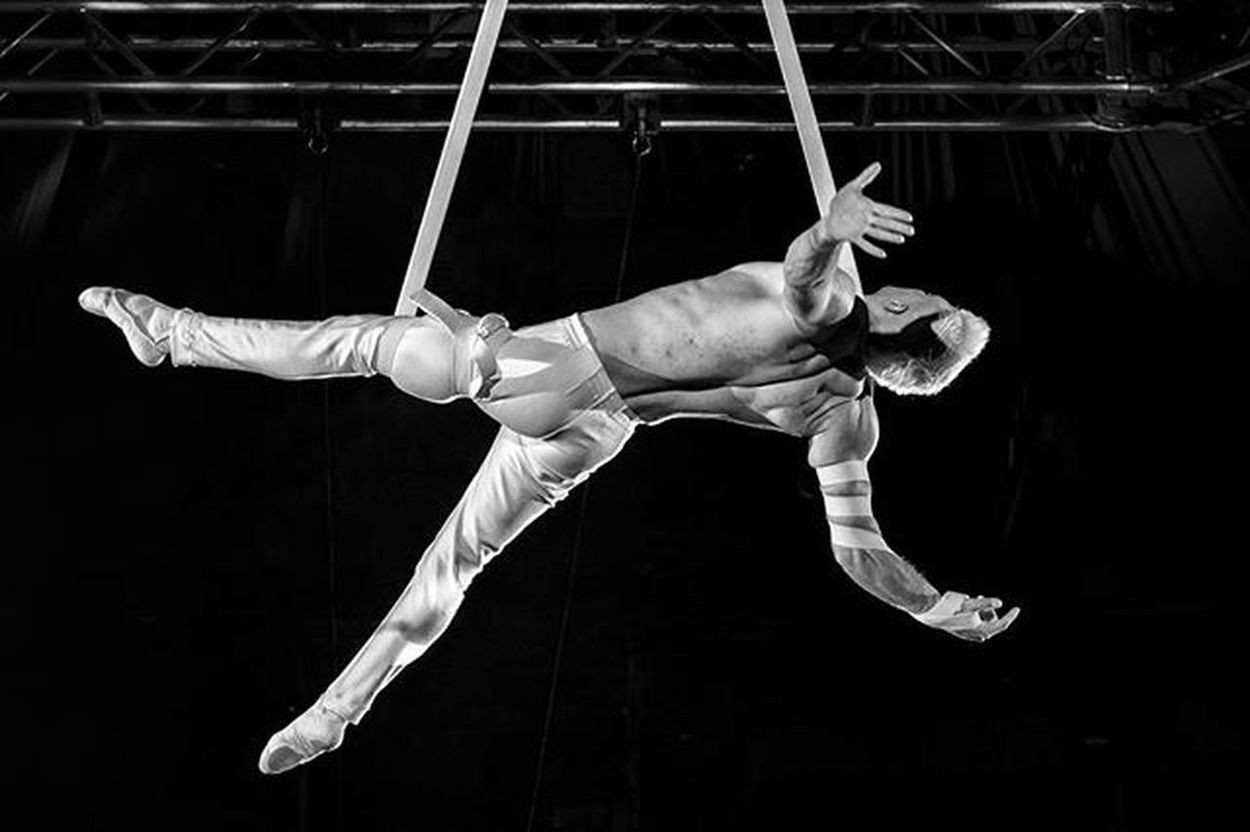 Aerial performance at International Circus Festival, Budapest Fovarosinagycirkusz Circuslife Circus EEprojects Posing Attraction Cirkuszfesztival Circusfestival Acrobatics  LiveTravelChannel Fitness Fit Practice Budapest Aerial Artist Strength Muscle Cirque Canon_photos EventPhotography Flexible Gymnastics Performance Internationalcircusfestival trainergymnasticsbodybuildingolympicsworld_bnw ig_bw