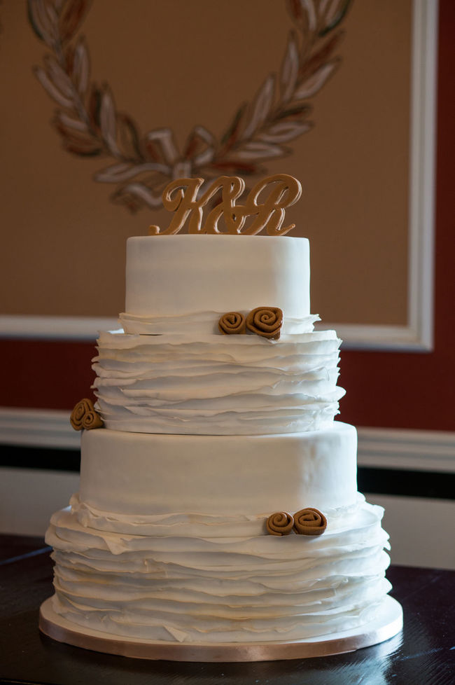 Beautiful Cake Close-up Food Food And Drink Indoors  No People Selective Focus Still Life Sweet Food Table Wedding Wedding Cake White