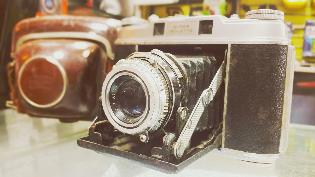 The big boss Check This Out Cheese! Vintage Vintage Camera Old Technology Old Techniques Real Deal Real Vintage Camera Shot Focus Lovephotography  Eyem Gallery Eyemphotography Classic Camera Shop Old Cameras