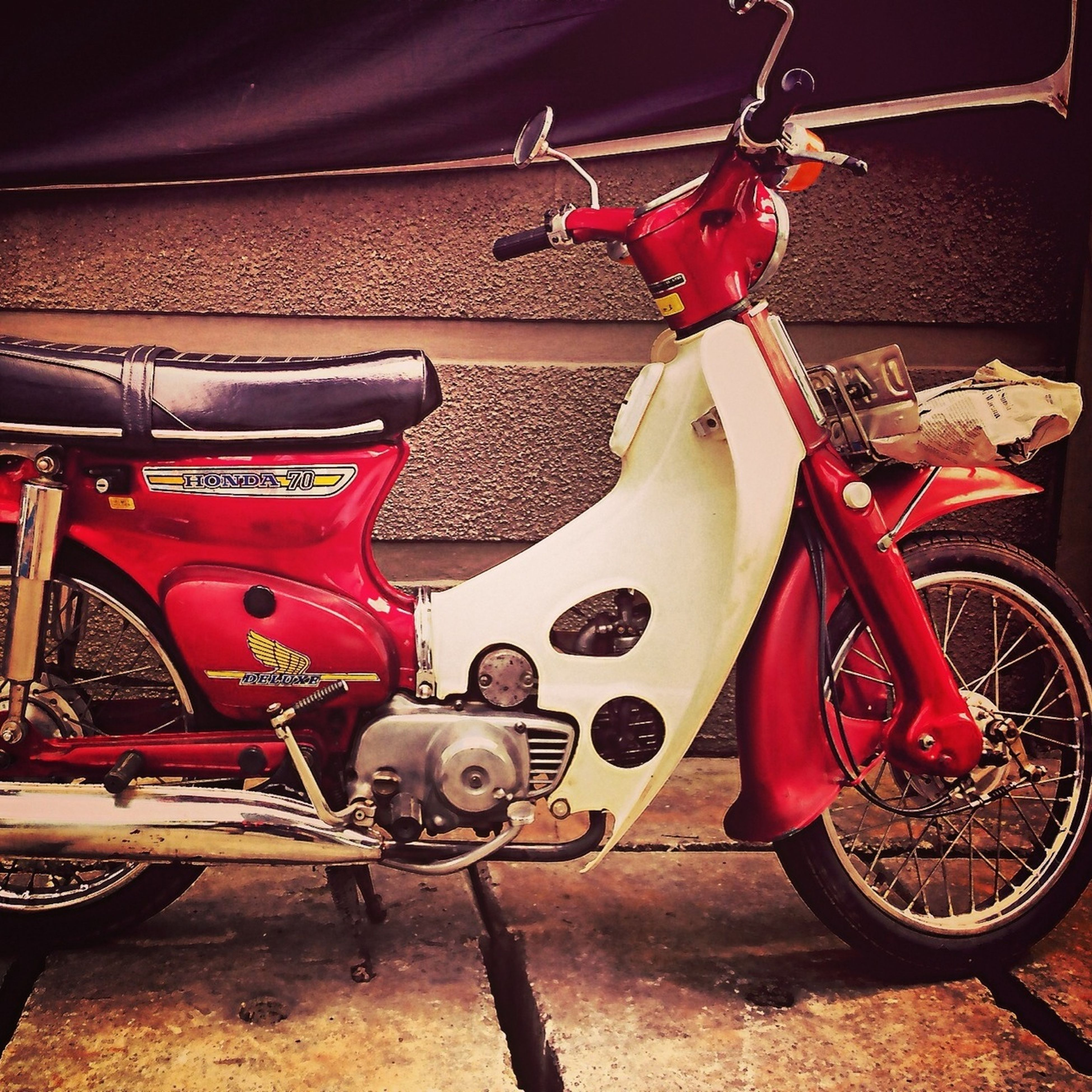 bicycle, transportation, land vehicle, mode of transport, stationary, parking, red, wheel, parked, street, motorcycle, outdoors, day, no people, metal, high angle view, sunlight, travel, car, sidewalk