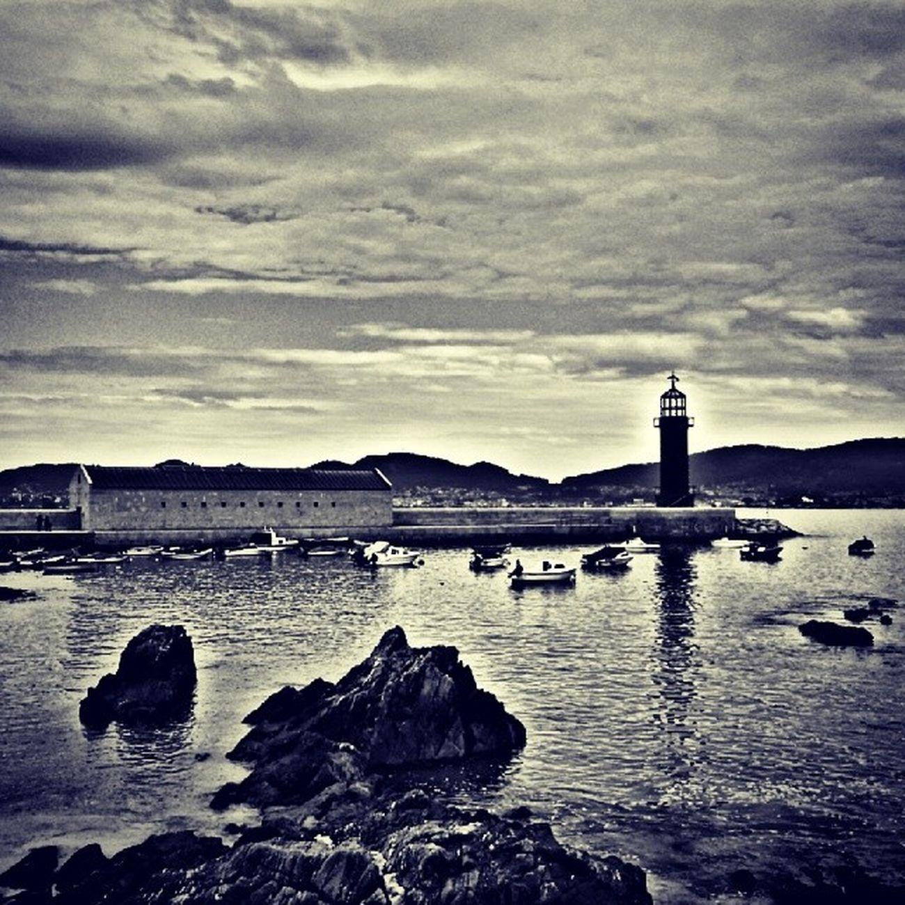 Días grises...?? Museodelmar Alcabre Vigo Vistoenvigo loves_vigo loves_galicia loves_nubes en140instantes estaes_galicia estaes_espania welcometogalicia galiciacalidade galiciaglobal cielosdegalicia galiciagrafias riasbaixas atlanticamente rinconesgallegos rg_foto alcabre, vigo faro lighthouse museum blackandwhite bnw loves_bnw