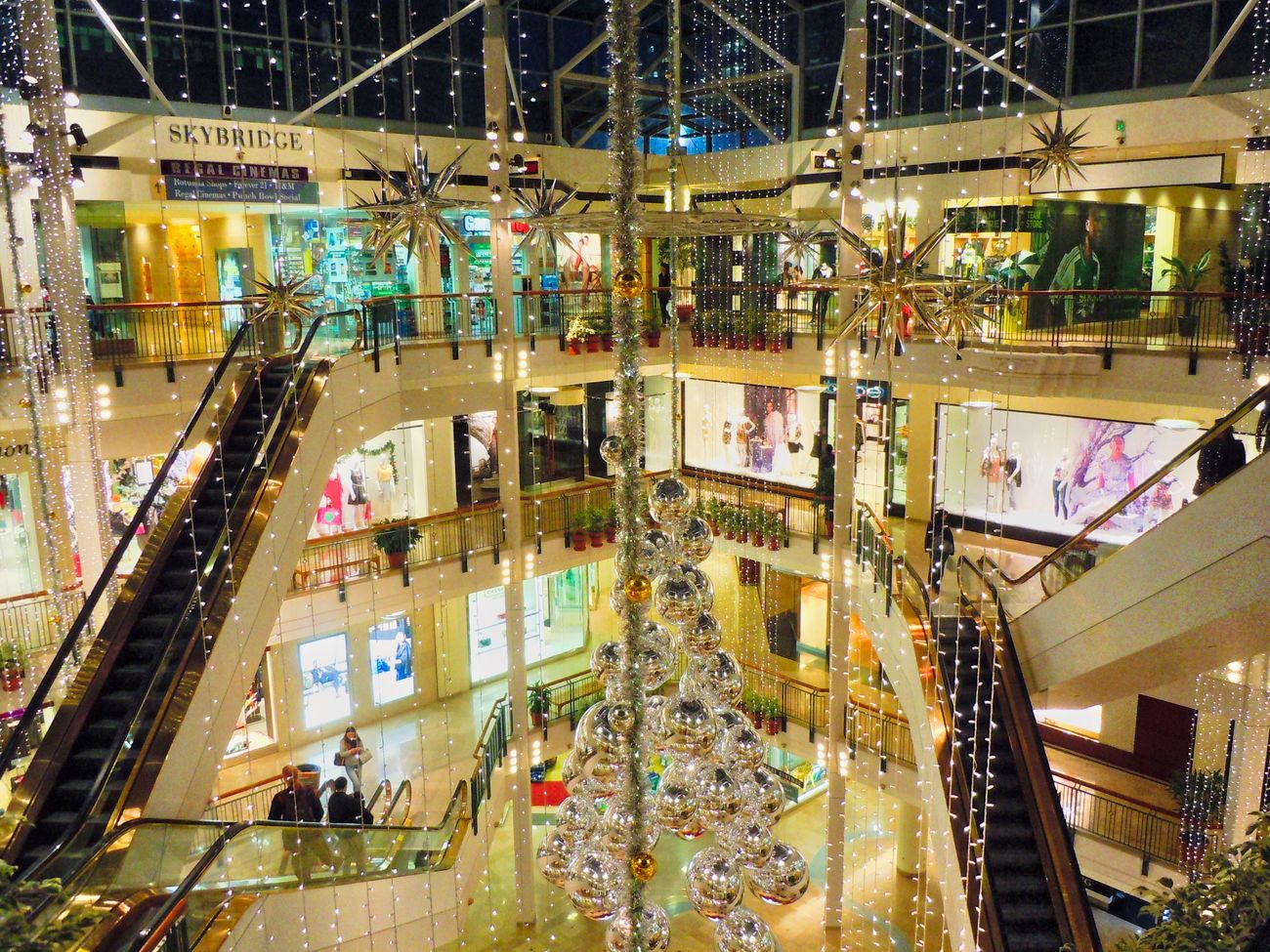 Built Structure Architecture Real People City Large Group Of People Building Exterior Women Illuminated Crowd Indoors  Day People Dezember Department Store Oregon Portland, OR City City Life Tranquility Xmas Xmas Decorations