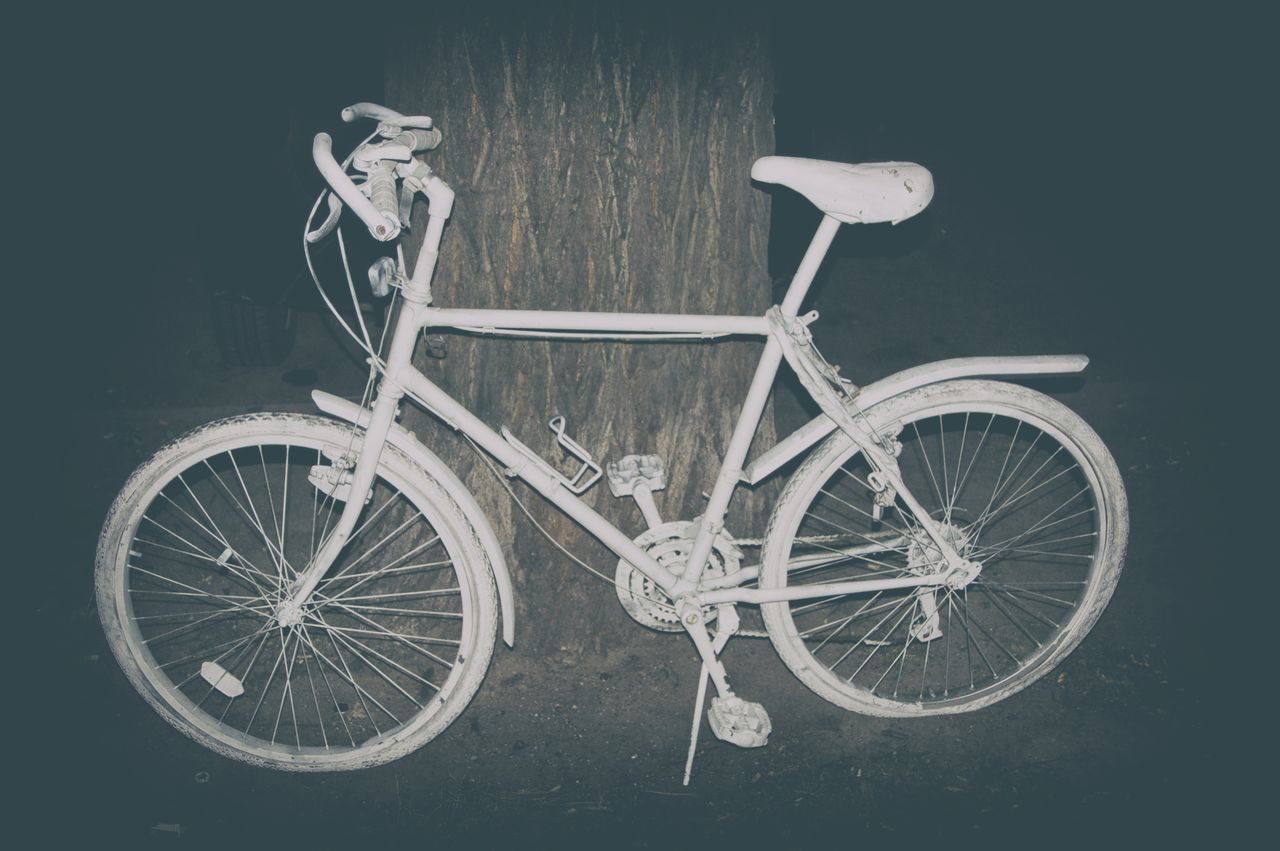 Beautiful stock photos of bike, Abandoned, Bicycle, Dirt, Flash