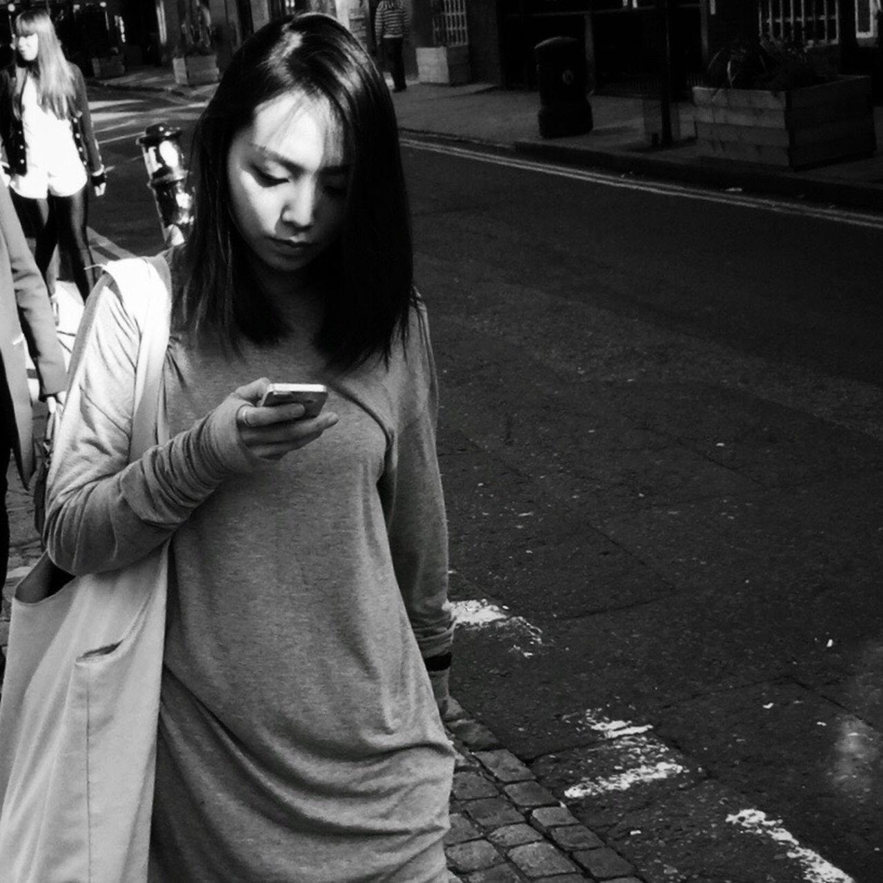 Streetphoto_bw Streetphotography_bw Streetphotography Blancoynegro Blackandwhite Monochrome Street Life London Flaneur NEM Black&white Street Contrast AMPt - Street
