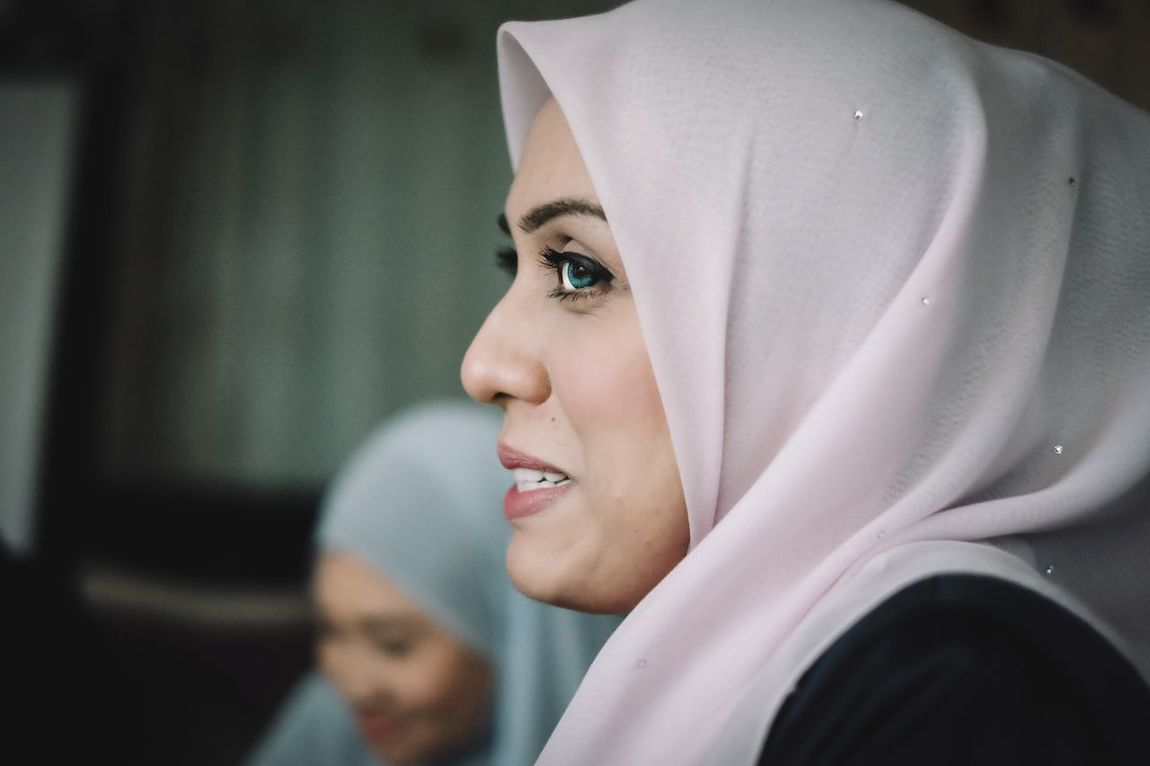 Looking At Camera One Person Portrait Headshot Close-up Focus On Foreground Beautiful Woman Real People Young Adult Young Women Indoors  Day People Hijab Hijabstyle  Hijabfashion Portrait Of A Woman Women Around The World Women Around The World