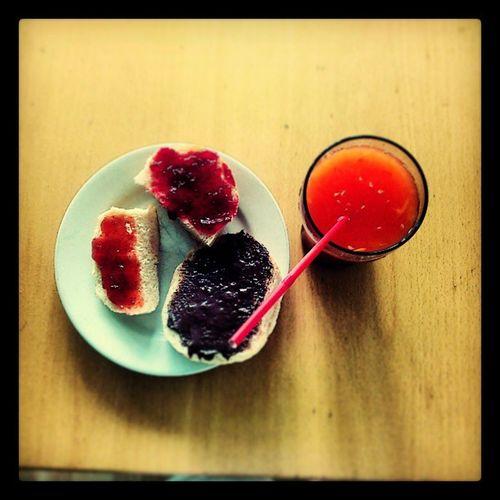 Breakfast BR ötchen Goodmorning Orangensaft frisch gepresst nutella marmelade yummi instafood gute laune foodporn
