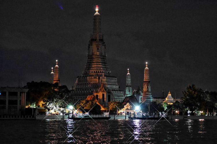 Thailandtravel Night Architecture Travel Destinations Religion Illuminated Arts Culture And Entertainment Building Exterior Water No People City Politics And Government Outdoors Urban Skyline Cityscape Sky EyeEm Team Thailand Photos EyeEm Thailand Bangkok Thailand. Thailand Travel Watarunbangkok