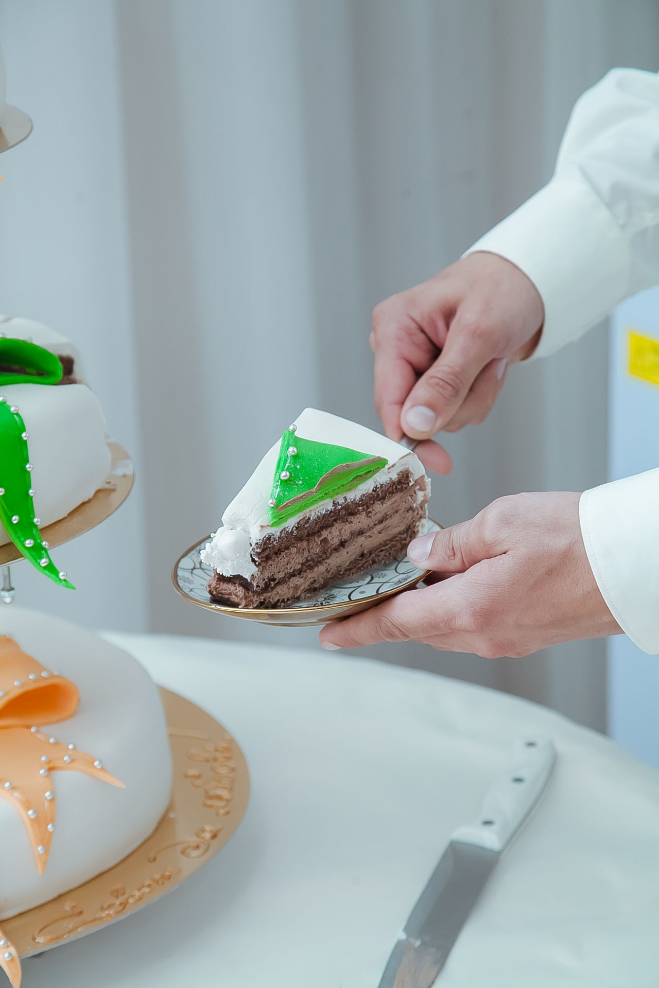 Check This Out Close-up Focus On Foreground Food Human Finger Person Personal Perspective Selective Focus Wedding Wedding Cake