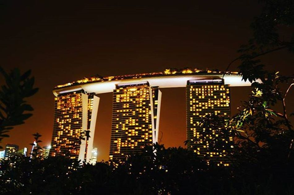 Marina bay sands ...Singapore Only the most majestic view ever 😍 Pictures_to_keep Igs_photos Igs_asia Longexposure Waycoolshots Bestshots Amazingsingapore Visual_authority Pune_instagrammers Puneshades Puneclickarts