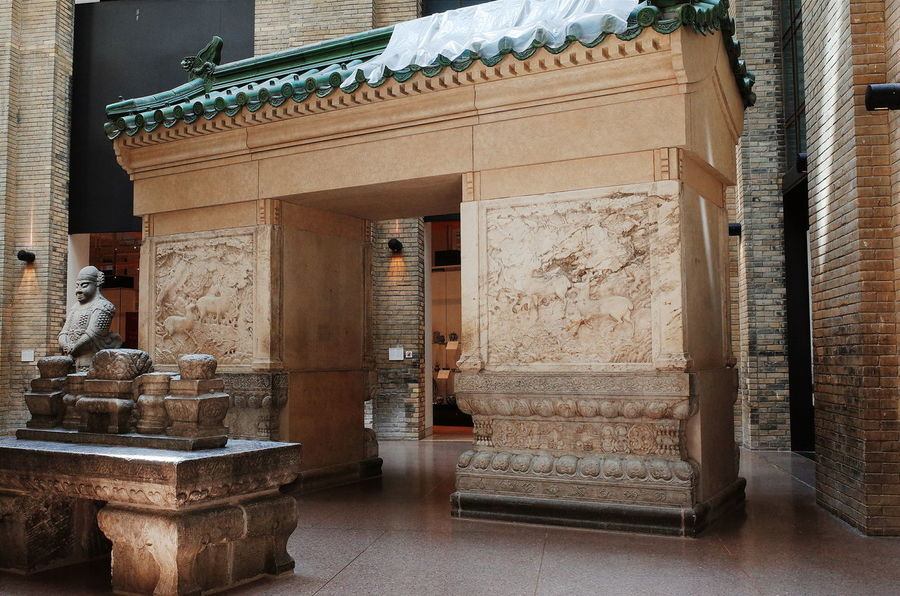 China History Royal Ontario Museum Taking Photos