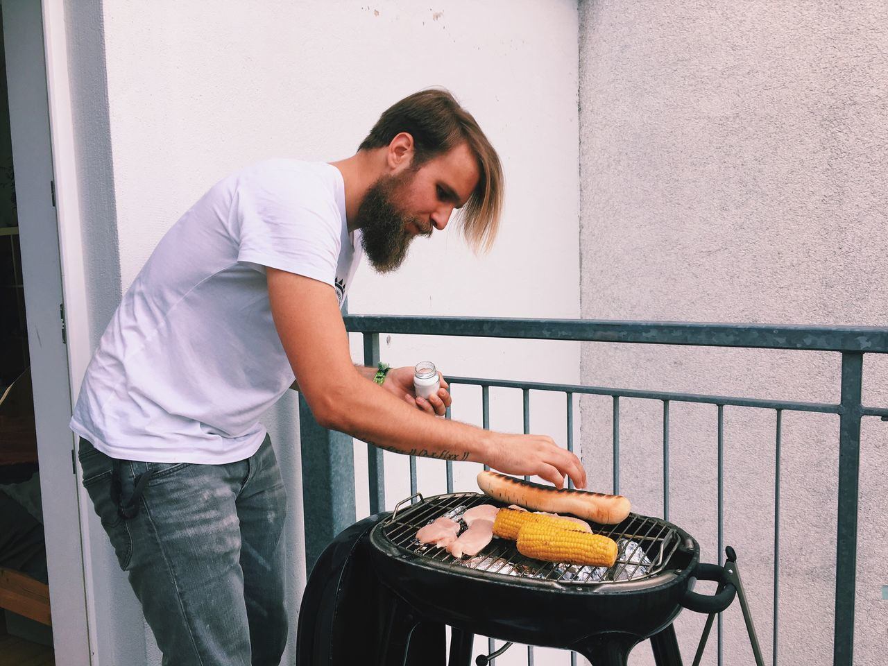 Beautiful stock photos of man, 25-29 Years, Balcony, Barbecue, Barbecue Grill