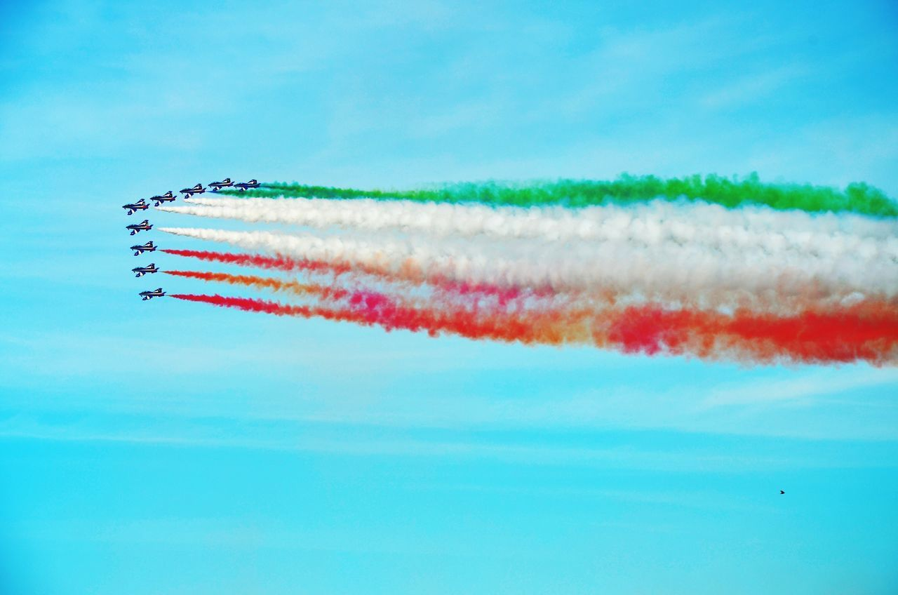 Beautiful stock photos of flugzeug, airshow, vapor trail, multi colored, flying