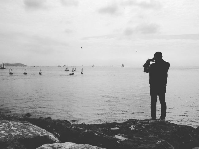 Photography Themes Politics And Government Water One Person Adult Camera - Photographic Equipment Photographer Beach Sea Tripod Only Men People Beauty In Nature Horizon Over Water Outdoors Men Nature Adults Only One Man Only Painter - Artist