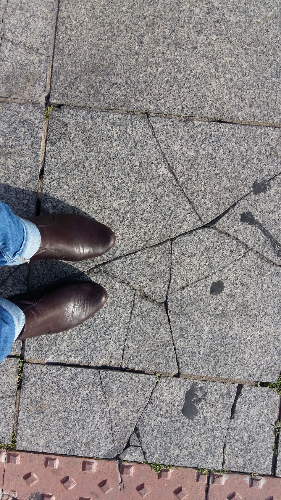 Blogger Womanfashion Boots And Jeans Broken Tiles Tilesphotography Urban Fashion Urban Scene Urban Photography Stree Photography Streetphotography Streetfashion Walking On The Street Walking Around The City