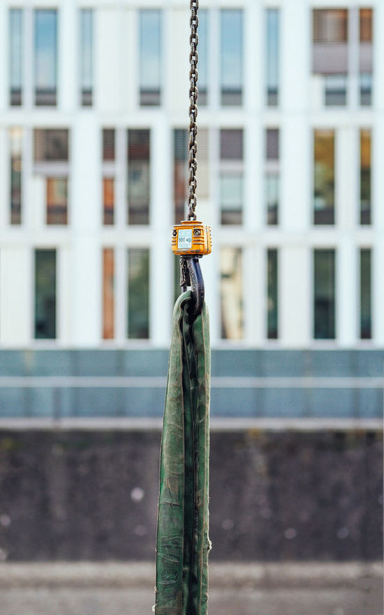 500 kg 500 Architecture Building Exterior Built Structure Chain City Close-up Day Focus On Foreground Kilogram Lift Up Nature No People Outdoors Pulling Up Raise Reflection Sigma 60mm Art Walking Around Weight Hook