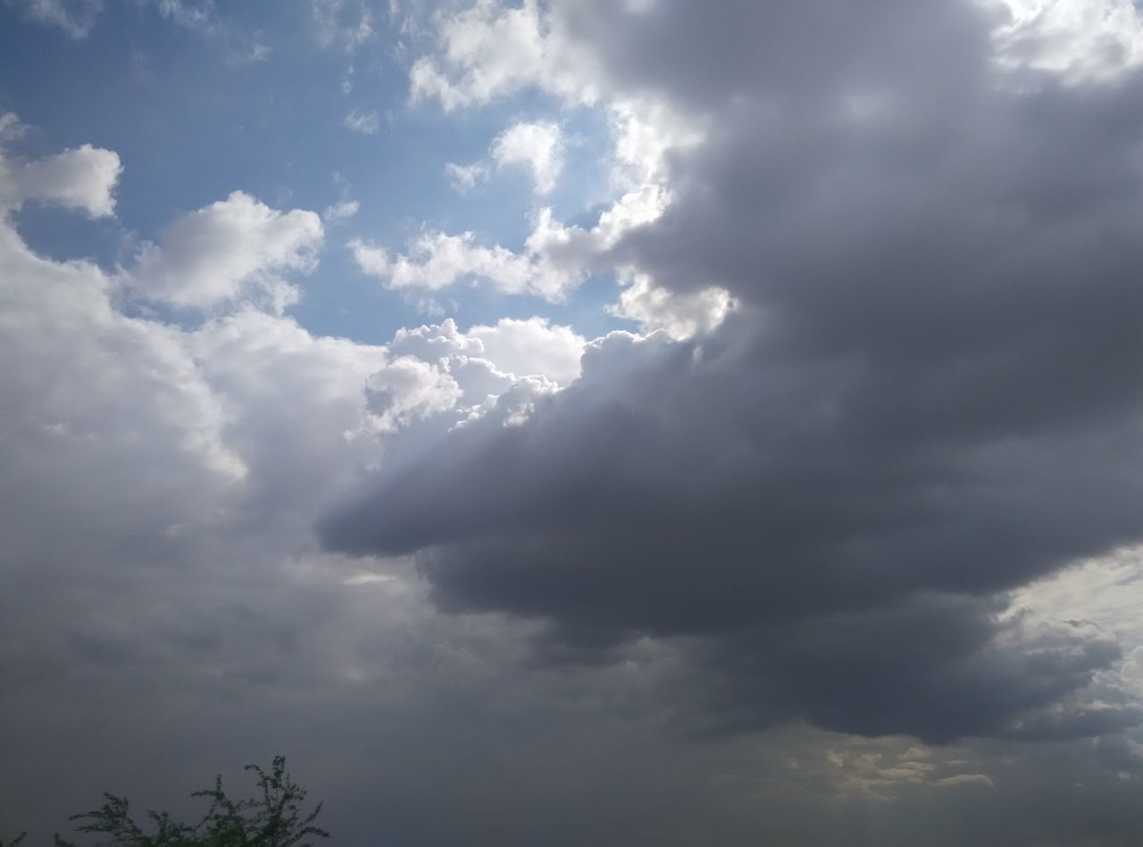 nature, cloud - sky, beauty in nature, atmospheric mood, sky, tranquility, low angle view, scenics, weather, no people, backgrounds, sky only, day, outdoors, full frame, storm cloud