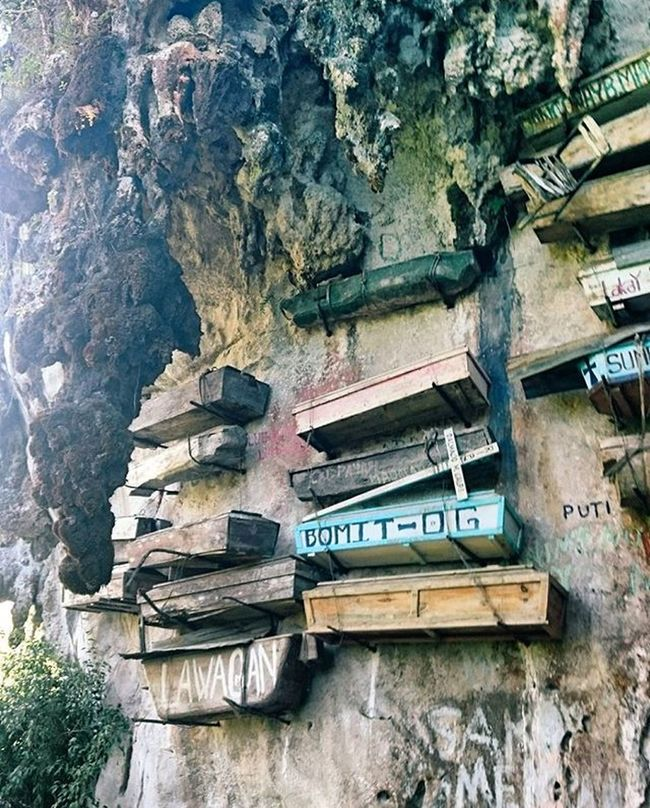 Just hanging around Hanging Coffins Coffins  Burial Site Burial Mountains Mountain View Sagada Vcsocam Vcsco EyeEm