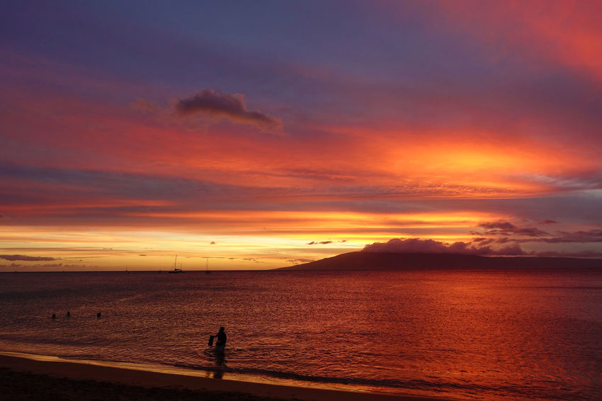 Breathtaking Breathtaking View Christmas Vacation Hawaii Hawaii Sunset Maui Maui, Hawaii Resort Hotel Amazing Amazing Nature Beach Beach Day Beauty In Nature Breathtaking Sunset Cloud - Sky Island Maui Hawaii Maui Sunset Nature Resort Sea Sky Sunset Vacation Vacation Destination