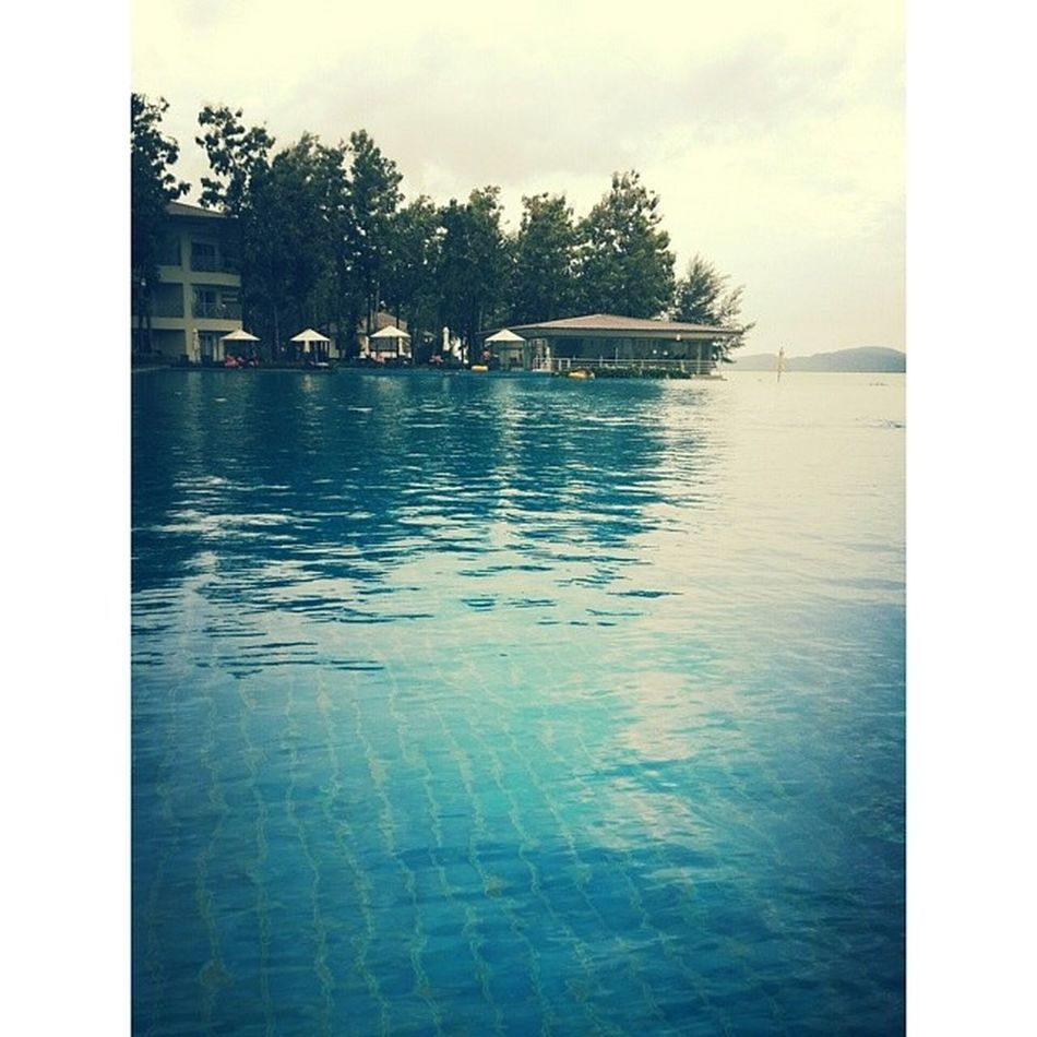 The largest infinity pool to date that I have seen. Weee Fourpoints @langkawi