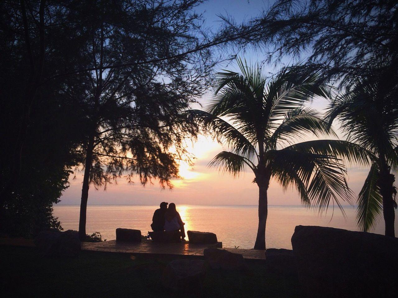Semua yang ada dalam hidup ialah kejutan. Seperti kau yang tiba-tiba ada, lalu tiba-tiba saja aku bahagia. Sunset Sunrise Silhouette Streetphotography Panorama EyeEm Malaysia Landscape Beach