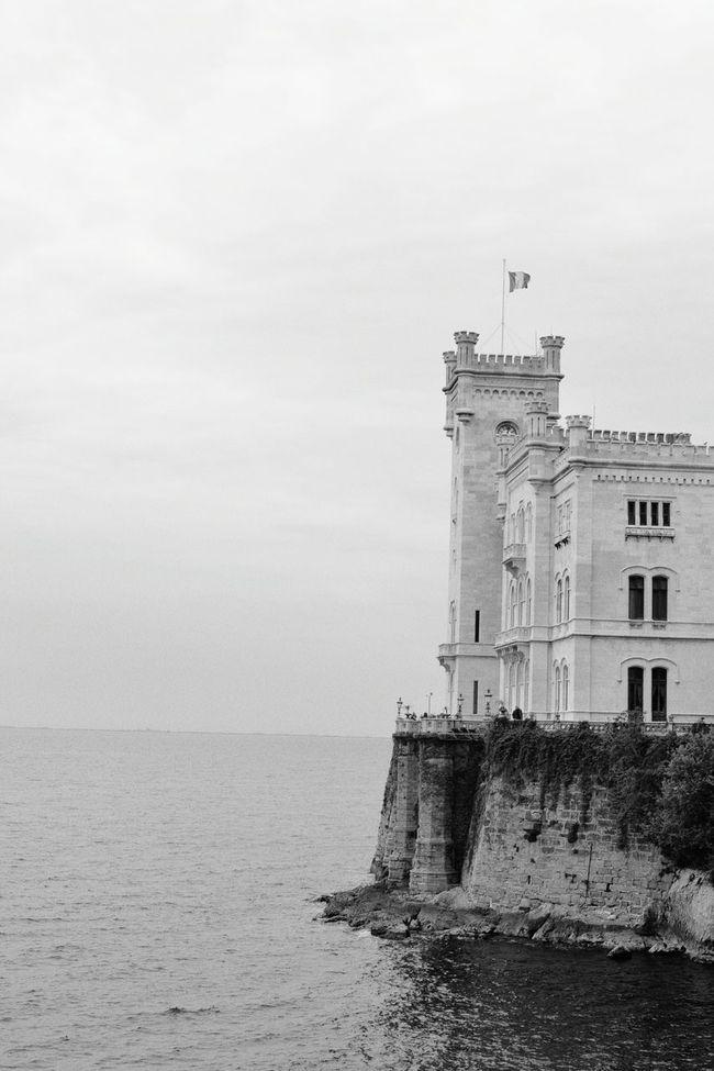 Miramare Castle❣ Trieste LoveTravel Castellodimiramare Trip TravelingAroundTheWorld Eyeemtravel  Eyeemgallery EyeEmbestshots EyeEmGIRLS Eyeemphotography Photolove Blackandwhitephotography Loveblackandwhite Sea Italy Amazing! Mypointofview Hello World Visit