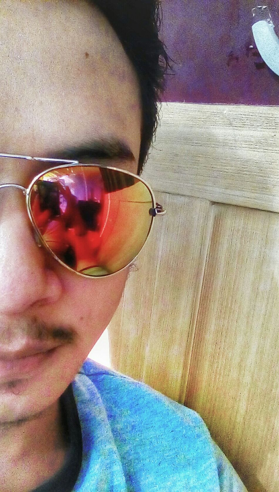 Half of me.. Wondering when my other half comes up .. Half Face Half Of Me Eye4photography  Eyemphotography Eyemselfie Selfie ✌ Rayban Aviator Raybansunglasses Rayban Aviators