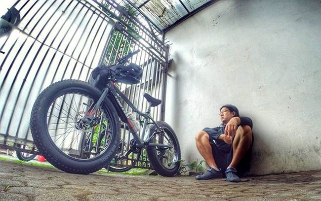 Stranded... Waiting coz of the rain... Bike Bicycle Fatbike United Grind Fatbikeworld Val  2016 Mxl Polarbottle Eibag Reebok Folker Gopro Gopro3plus Goproblackedition Goproeverything Gopro4life Gopro_moment Goprooftheday Gopromoment 😚