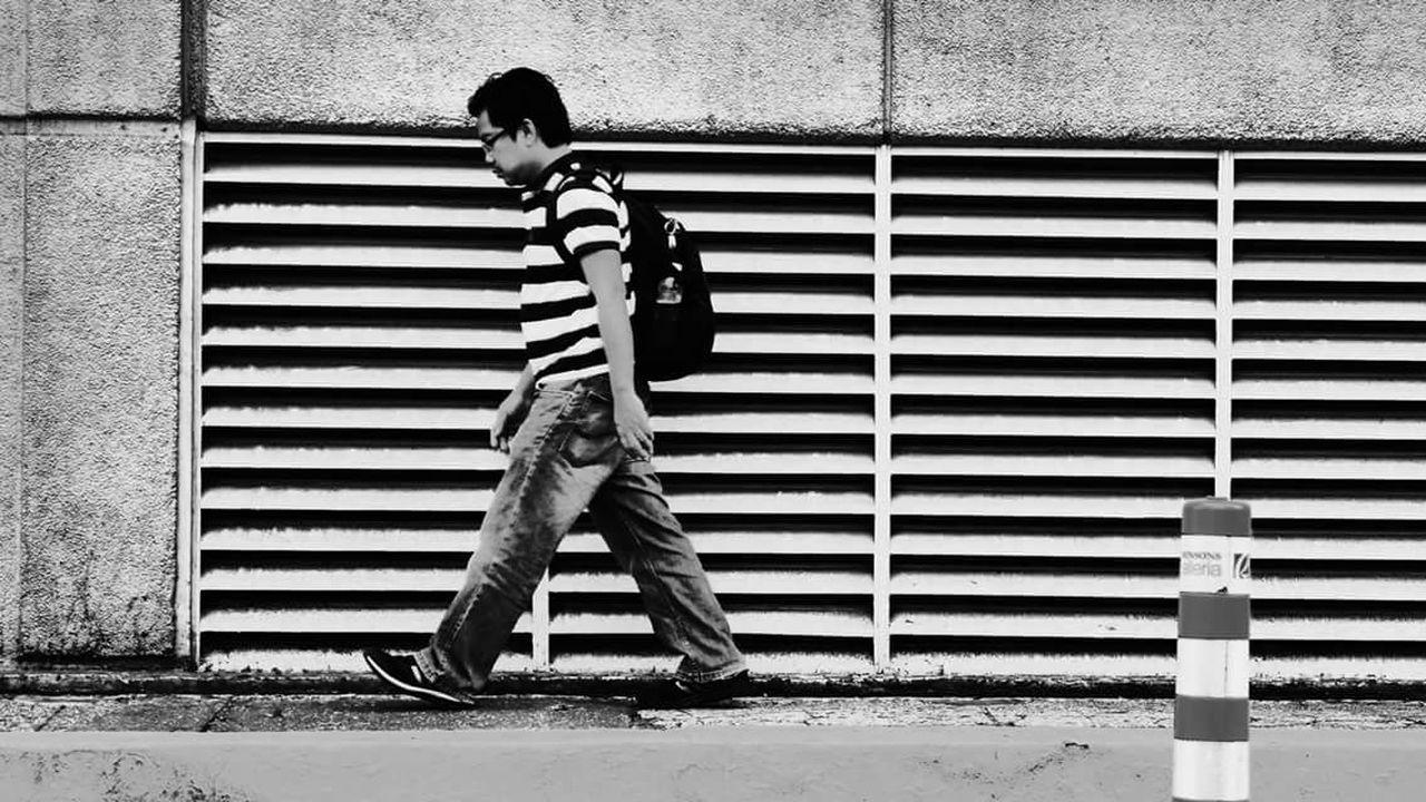 Showcase: February Street Urban City Blackandwhitephotography Monochrome Manila Blackandwhite Morph Streetphotography Street Photography Checkthisout Black And White Stripes People