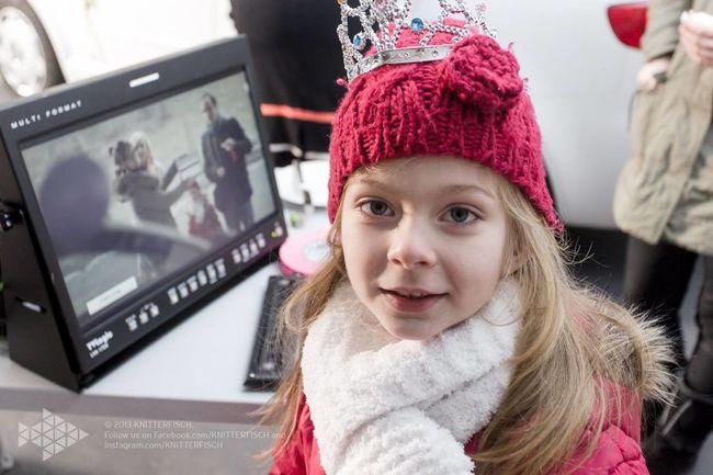 Life on set filmset behind the scenes buissnes woman Director filmmaker mompreneur Setlife knitterfisch childactor Knitterfisch