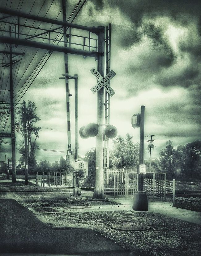 Thought I'd snap a photo while I could I almost got stuck by a long train..Lockbourne Rd southside Columbus Ohio Getting In Touch Escaping My Morning View The Week Of Eyeem Eye4photography  Textures And Surfaces EyeEm Gallery EyeEm Best Shots