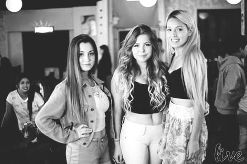 WHIT FRIENDS AT THE DISCO! <3 Cute♡ Beautiful ♥ Friends ❤ Discoteca Blackandwhite HD Hi!