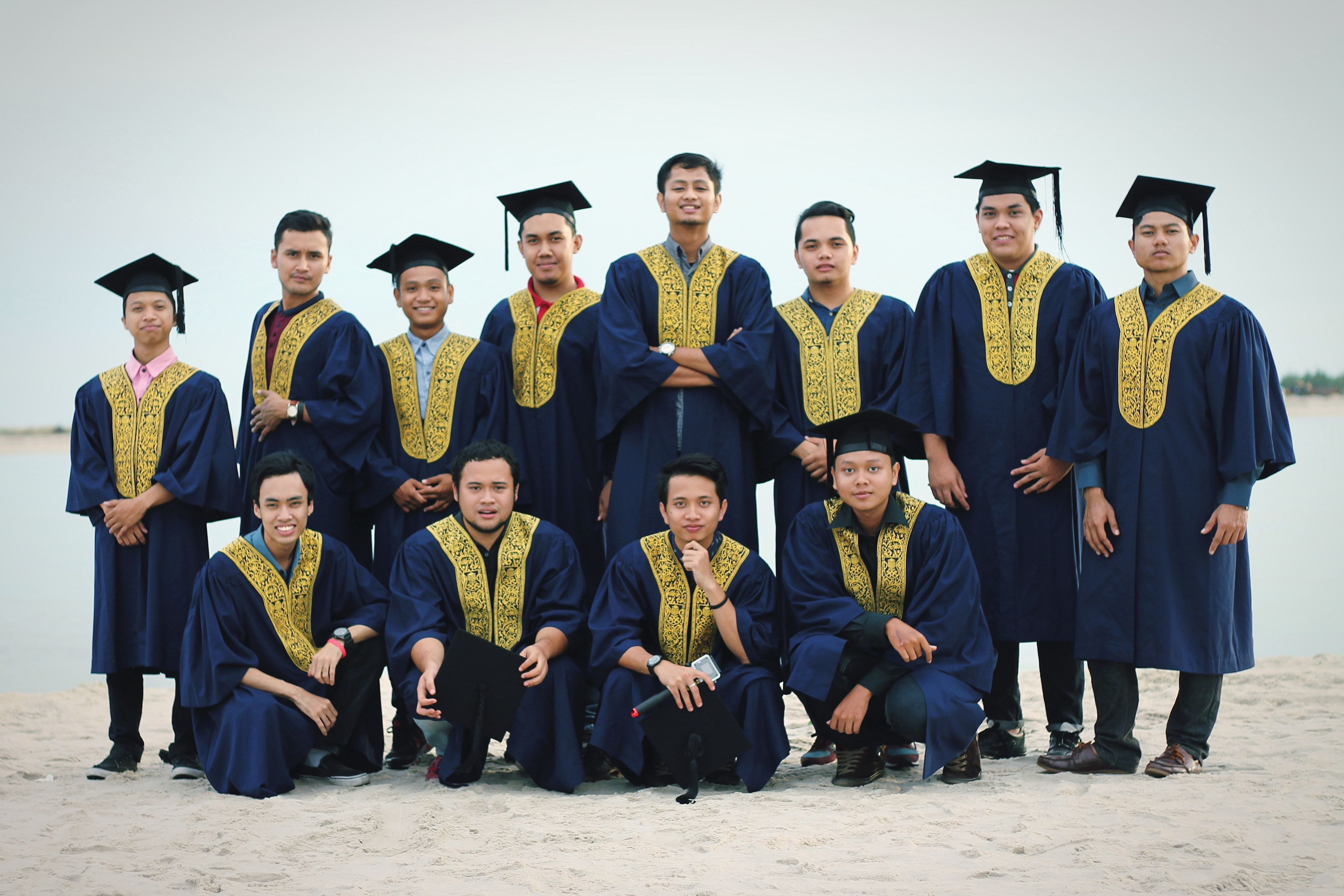 lifestyles, togetherness, leisure activity, standing, friendship, men, casual clothing, bonding, person, love, front view, side by side, young men, large group of people, copy space, vacations, full length, happiness