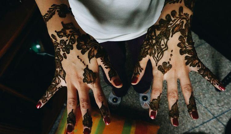 """Khalid! Khalid!! Check this out 🙌👯"" Henna Henna Tattoo Henna Art Henna Design Hennanight Celebration Girls Girly Girly Things  Girlygirl Mobilephotography Shootermag AMPt_community Vscocam VSCO Snapshots Of Life Snapseed CameraFV5 Camerafun Check This Out Having Fun Androidography AndroidPhotography Androidographer Tattoo"