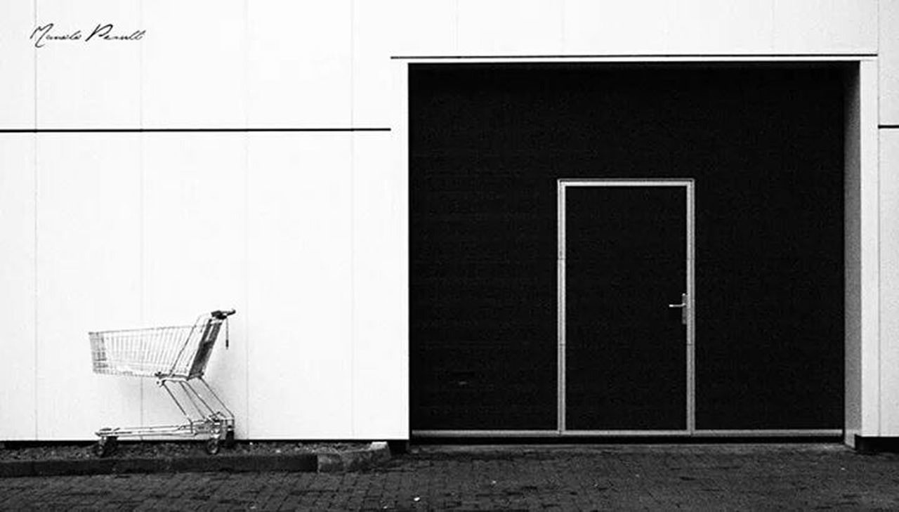 Urban Landscape Check This Out The EyeEm Facebook Cover Challenge The World Is Mine In Düsseldorf Garagedoor Taking Photos Relaxing Check This Out Manolo Perulli Fotografie on Facebook