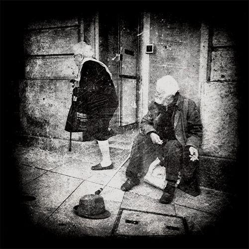 Street Life Notes From The Underground Strangers In Transit ...The Plæce Øf Dæd Rœds...