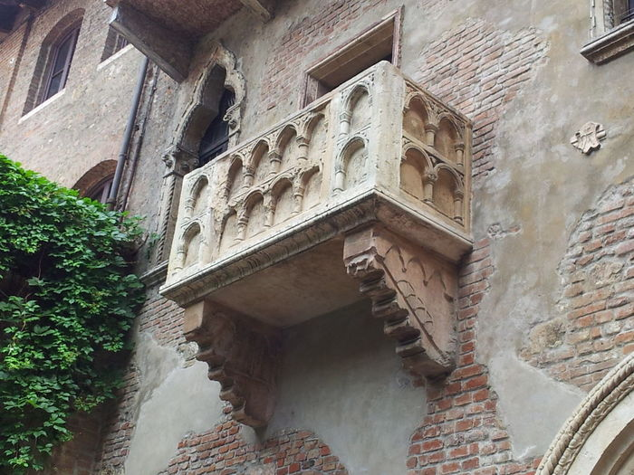 Building Exterior Historic Stone Material Verona Italy Verona, Italy Verona Verona In Love Romeo And Juliet Romeoandjuliet JulietsHouse Juliet's Balcony Juliet's House Italy❤️ Balcony View Balcony Shot Balcony Shakespeare Romeo&juliet Balconyview Italy Holidays Travel Destinations Travel Photography Italy🇮🇹 Veronacity Tourist Attraction