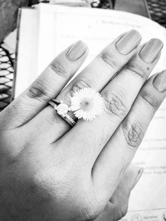 Little details... Human Hand Wedding Ring Ring Black And White Huawei Mate8 Engagement Ring Tinny Flower