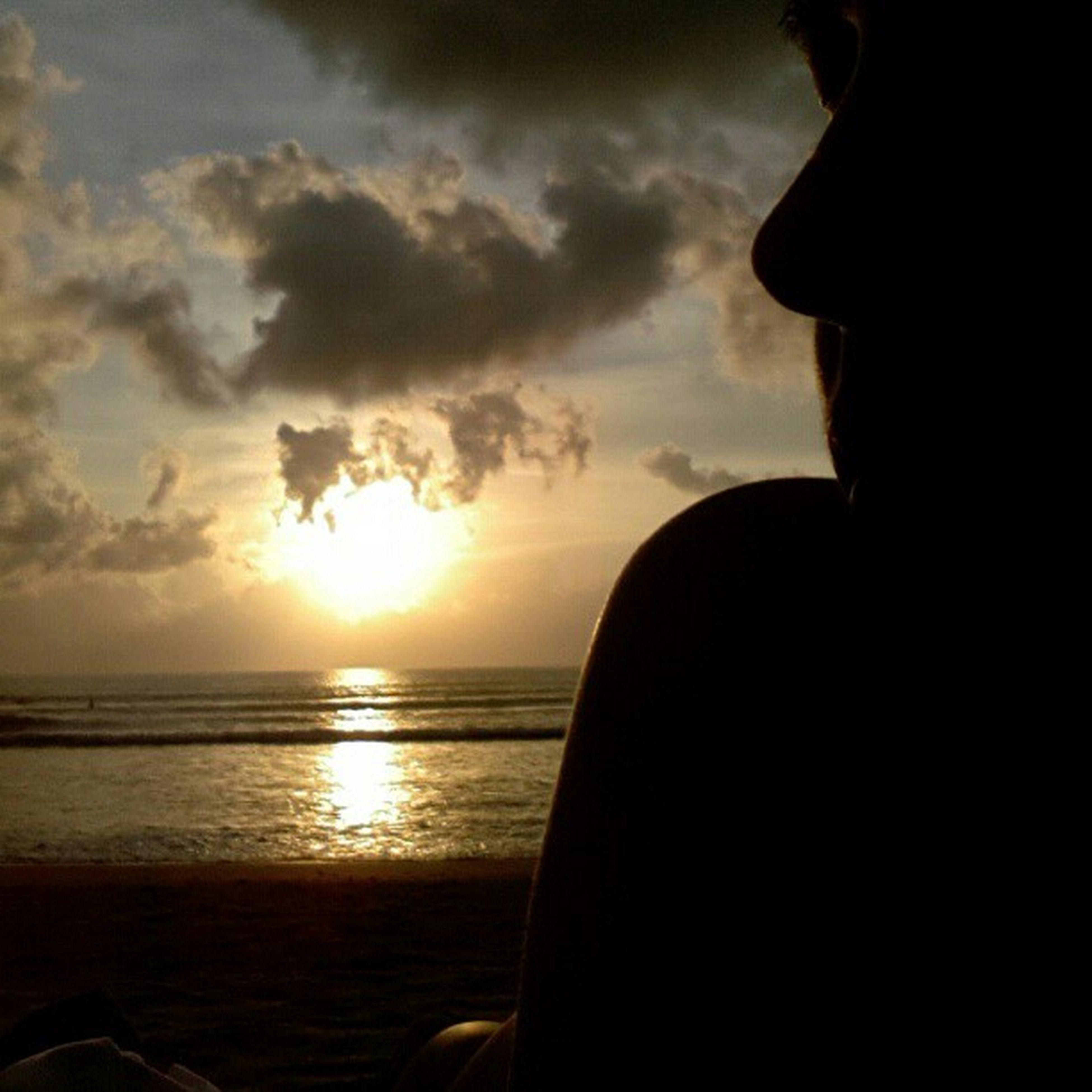 sunset, horizon over water, sea, sky, water, scenics, tranquil scene, sun, beauty in nature, tranquility, beach, cloud - sky, silhouette, cloud, nature, idyllic, one person, reflection, orange color, sunlight