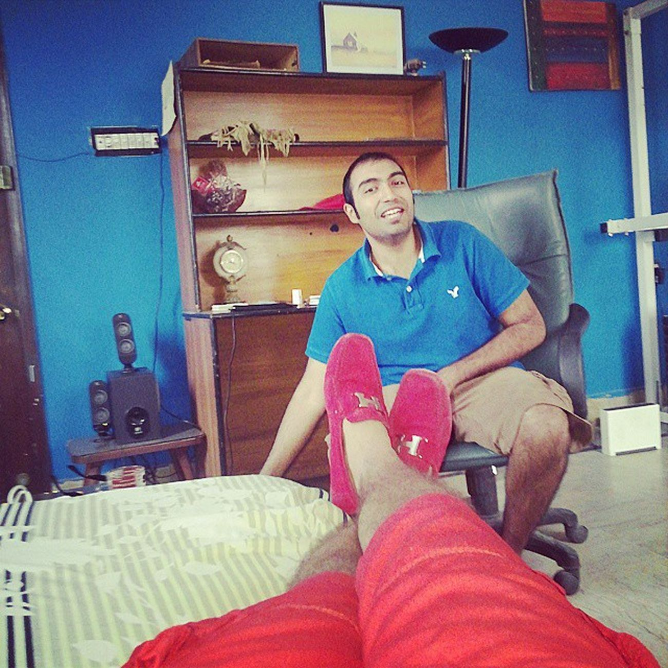 Sunday chillings with Soomro. Wearing all red cuz we were supposed to go to beach today Dharna Pti Hermes
