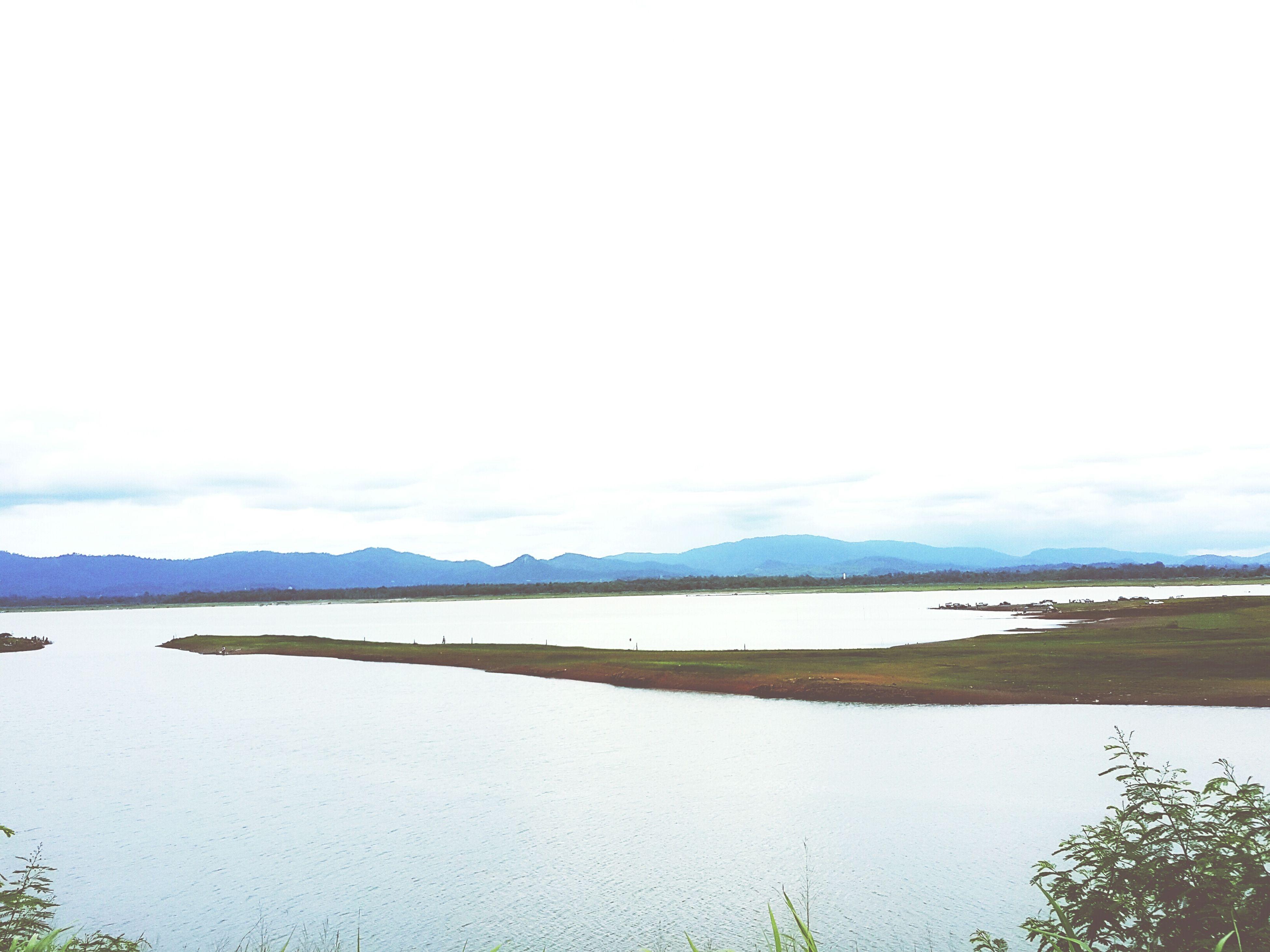 water, tranquil scene, tranquility, scenics, mountain, beauty in nature, sea, sky, nature, lake, beach, copy space, shore, mountain range, idyllic, calm, sand, outdoors, non-urban scene, day