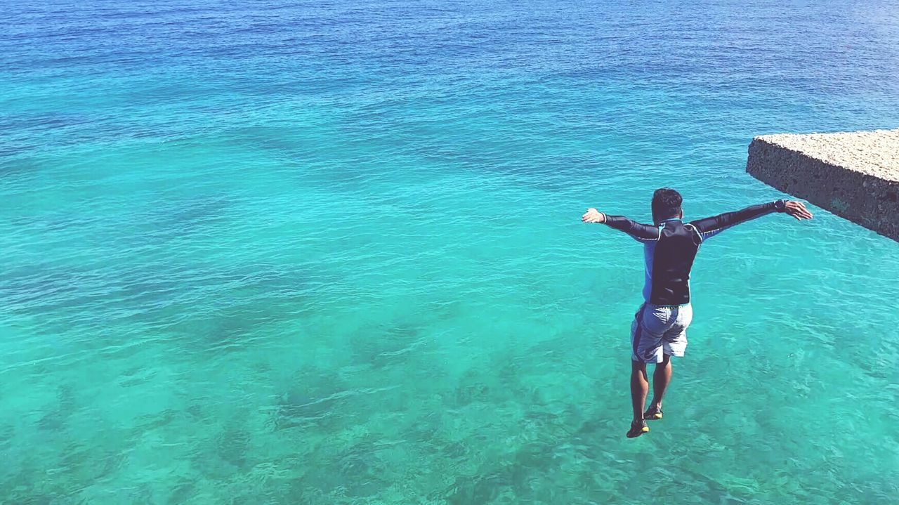 Sea Water High Angle View Leisure Activity Full Length Real People Day Adventure One Person Lifestyles Men Outdoors Scuba Diving Nature Blue Vacations Scenics Only Men One Man Only Beauty In Nature Cliff Jumping Cliff Edge Cliff Guts People EyeEmNewHere